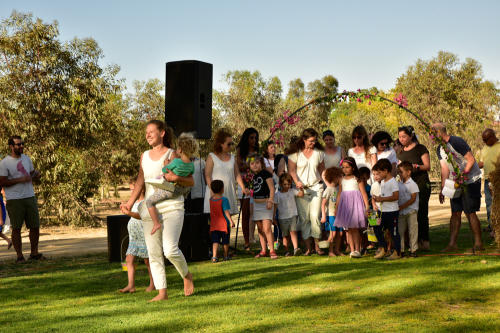 ריקוד הקלונעיות שבועות 2021 צילם מנשה ערכה צילה גולן